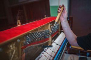 Ladění ovlivňuje kvalitu zvuku i životnost piana